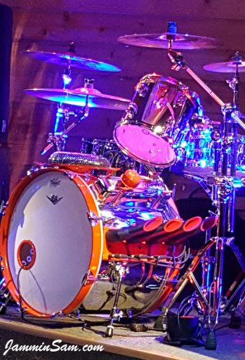 Photo of Greg Smith's Hot rod drum set with JS Mirror Chrome drum wrap (8)