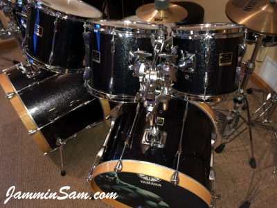 Photo of Doug Westrich's Yamaha drums with JS Sparkle Gold drum wrap (26)