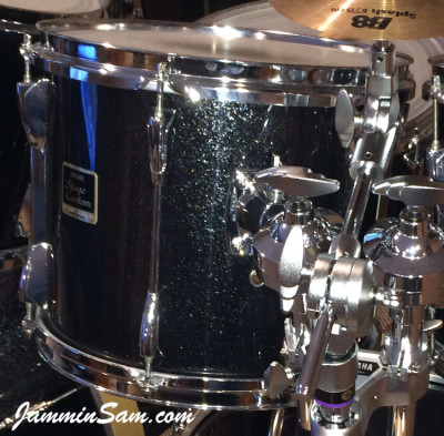 Photo (close up) of Doug Westrich's Yamaha tom with JS Sparkle Gold drum wrap (27)