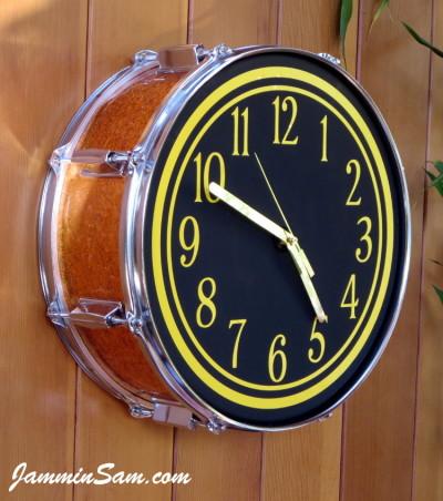 Photo of Lynn Easton's DrumClock with JS Sparkle Gold drum wrap (2)