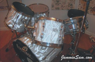 Photo of Thomas Drake's Ludwig drums with White Satin Flame drum wrap (2)