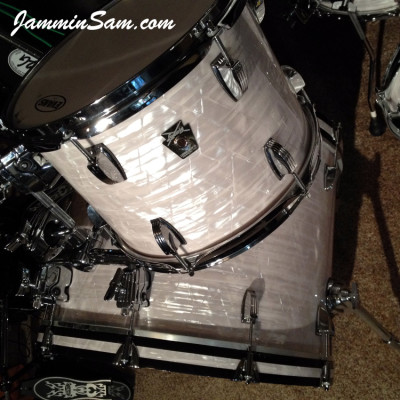 Photo (close-up) of Jon Solomonson's Ludwig Classic drums with Vintage Marine Pearl (1)