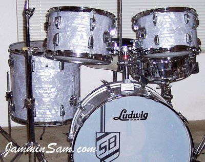 Photo (close-up) of Scott Burkholder's Ludwig Classic drums with Vintage Marine Pearl drum wrap (1)
