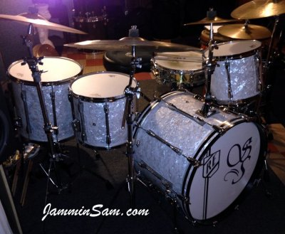 Photo of Ricky Exton's Yamaha drumset with Vintage White Pearl drum wrap (17)